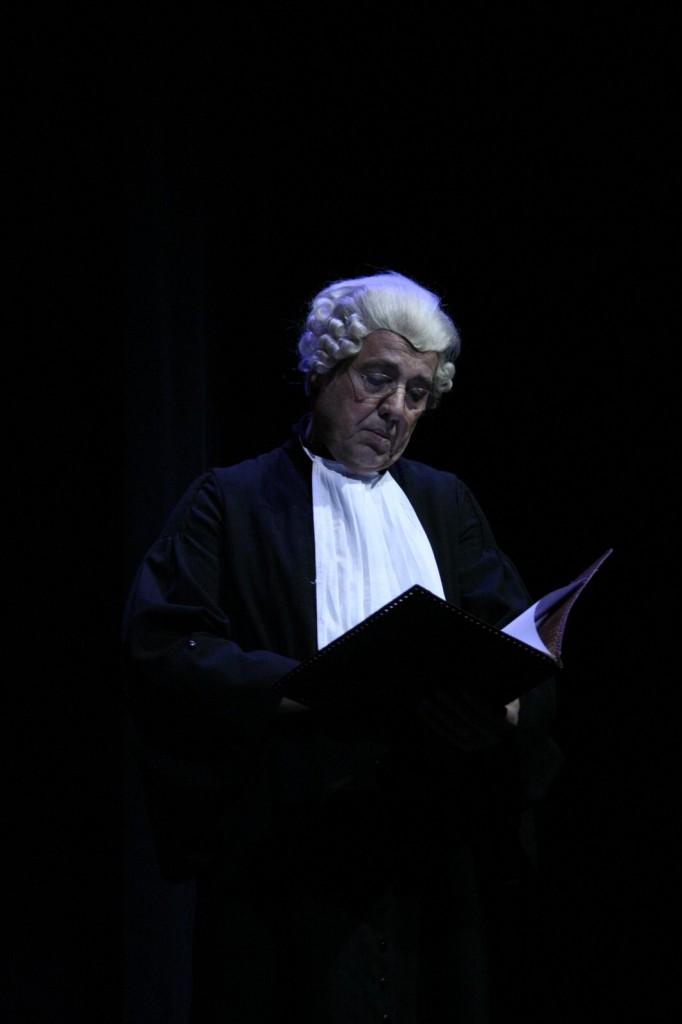 """Gerard als de rechter in """"Victoria goes Wilde"""" (2012)."""
